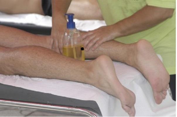 hombre masaje pierna